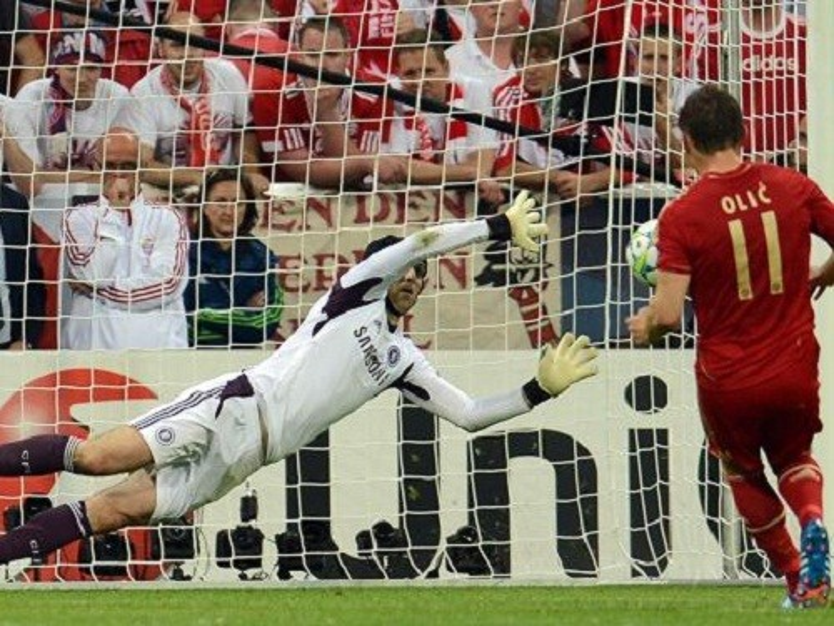 Petr Cech từng có loạt cản phá luân lưu thần thánh mang về cúp vô địch Champions League cho Chelsea,