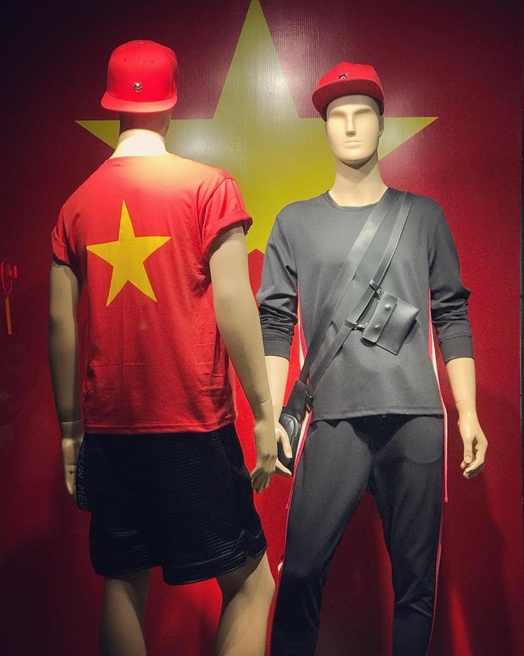 Là một nhà thiết kế thời trang có tên tuổi trong nghề, Chung Thanh Phong chia sẻ thời trang là không giới hạn. Ngay cả những set trang phục thể thao nói chung hay trang phục đá bóng, trang phục cổ vũ cũng cần phải đẹp và độc đáo nhất có thể.