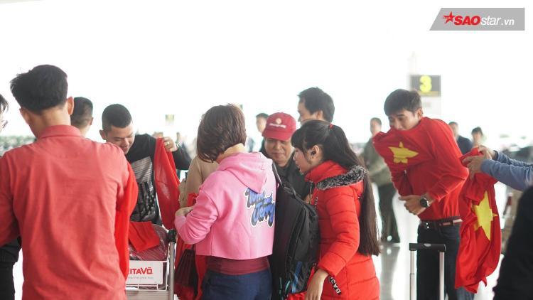 Thời điểm hiện tại có rất nhiều CĐV đã và đang trên đường sang Trung Quốc cổ vũ cho đội tuyển Việt Nam.