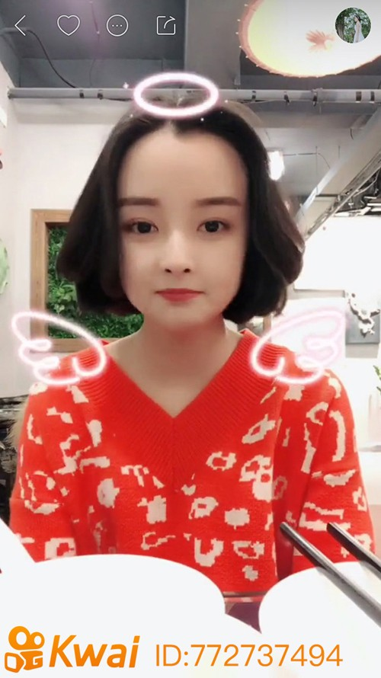 Đóa Nhi, cô gái tiệm net dễ thương từng khiến dân mạng Việt chao đảo, là người dùng khá tích cực trên KWAI.