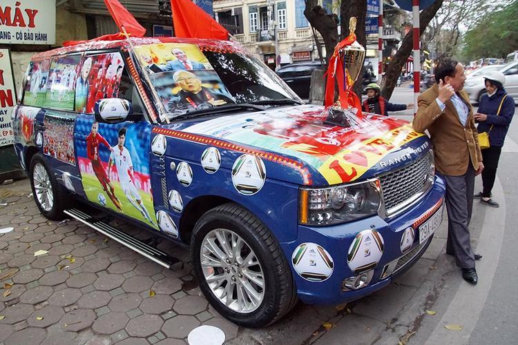 Được biết, anh Dương đã tốn gần 20 triệu cho việc trang trí xe hơi.