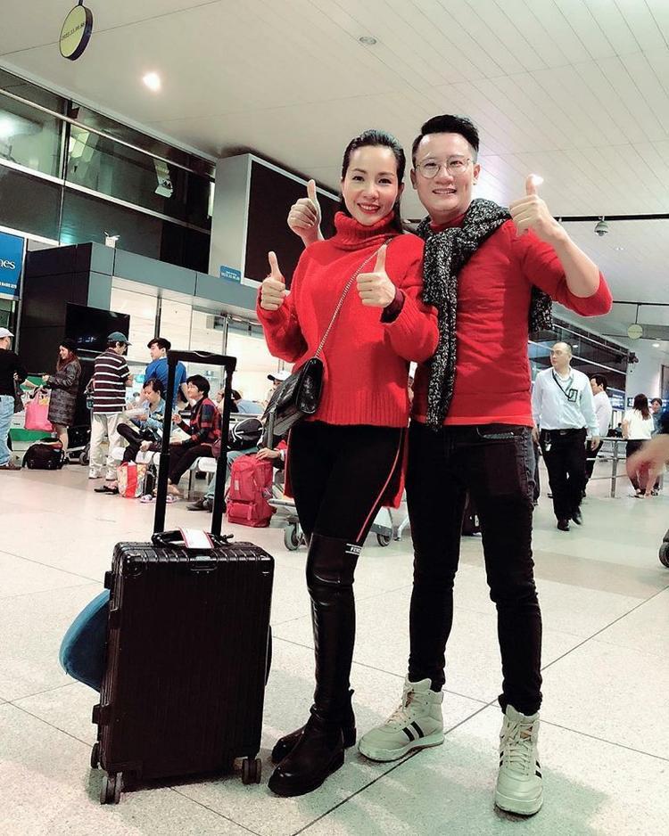 Vợ chồng Hoàng Bách hủy show để kịp có mặt cổ vũ đội tuyển U23 Việt Nam.