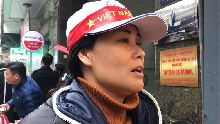 Chị Hương bức xúc khi công ty tổ chức tour bỏ rơi khách.