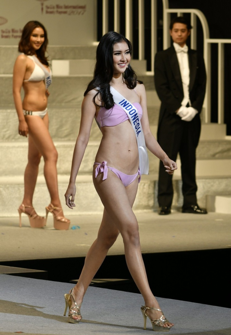 Đương kim Hoa hậu Quốc tế đến từ Indonesia- Kevin Lilliana xếp ở vị trí thứ 13 trên bảng xếp hạng.