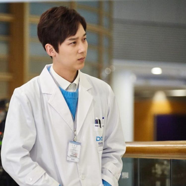 Bác sĩ Seo Joon Hee sử dụng ma túy và bị 2 người bạn là Hak Bum, Tae Suk hãm hại vì Joon Hee định khai với cảnh sát về cái chết của Mi Jung