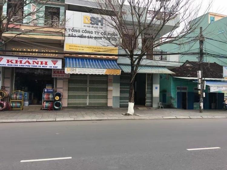 Trong khi đó, các con đường khác ở Hà Nội cũng như Hồ Chí Minh đều vắng tanh.