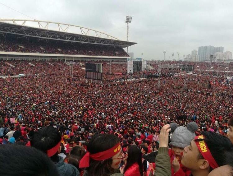 Biển người tại sân vận động Mỹ Đình, nơi có sức chứa lên tới 50.000 người.