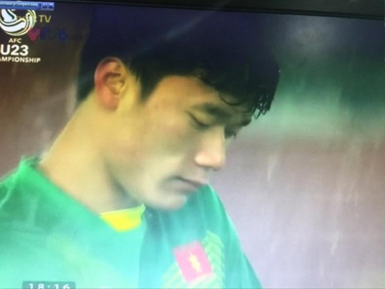 Những hình ảnh cầu thủ U23 Việt Nam bật khóc khiến người hâm mộ chạnh lòng