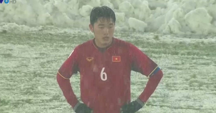 Chàng đội trưởng của U23 cứ đứng lặng lẽ như vậy