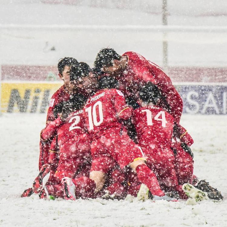 """Mong rằng với tình yêu, sự cổ vũ từ người hâm mộ trong nước lẫn quốc tế, đội tuyển U23 Việt Nam sẽ giữ vững tinh thần """"thắng không kiêu, bại không nản"""" để tiếp tục chiến đấu tại các giải đấu tiếp theo."""