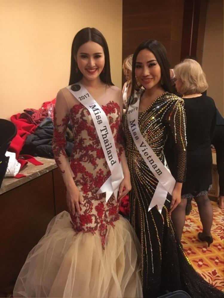 Kiko Chan còn tiết lộ, cuộc thi kết thúc trước dự kiến nên cô và các thí sinh không thể trình diễn phần thi Trang phục dân tộc. Đó là điều khiến chân dài sinh 1990 cảm thấy tiếc nuối nhất tại Miss Globe 2018.