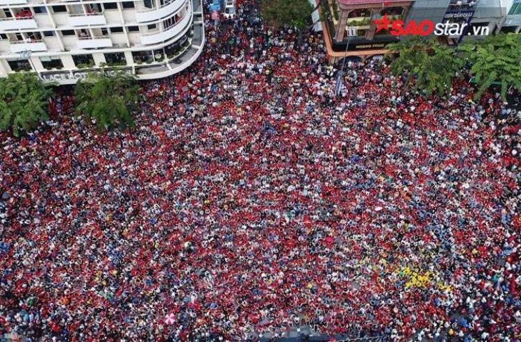 Khung cảnh đông ngộp thở ở Sài Gòn.