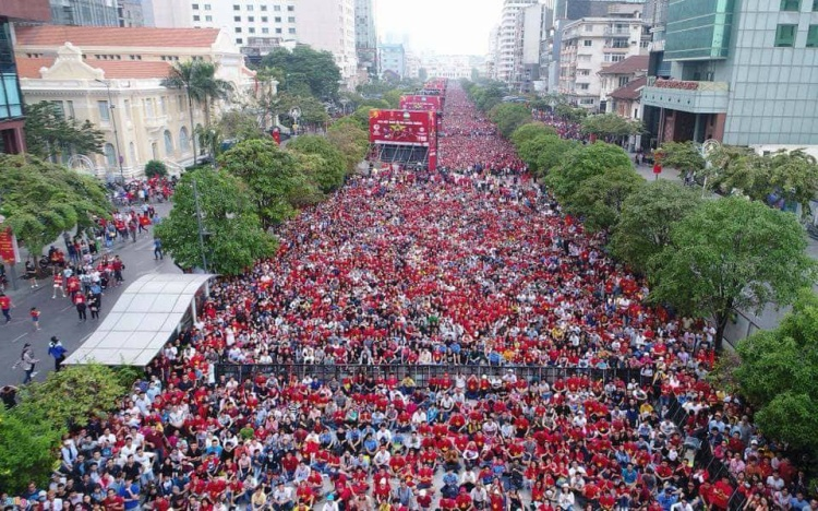 Khán giả Việt Nam nối dài cổ vũ cho thầy trò HLV Park Hang Seo.