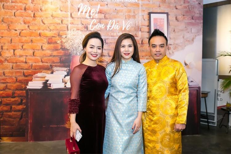 Vợ chồng nghệ sĩ Tô Minh Thắng có mặt để chúc mừng Mỹ Dung.