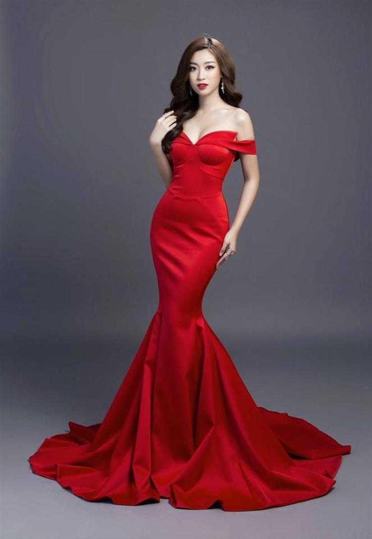 Cả hai có sự khác biệt khá lớn, Mỹ Linh biết khai thác tối đa hình thể cũng như kiểu dáng của chiếc váy để giúp cô tỏa sáng. Trong khi đó Như Vân không làm được điều này.
