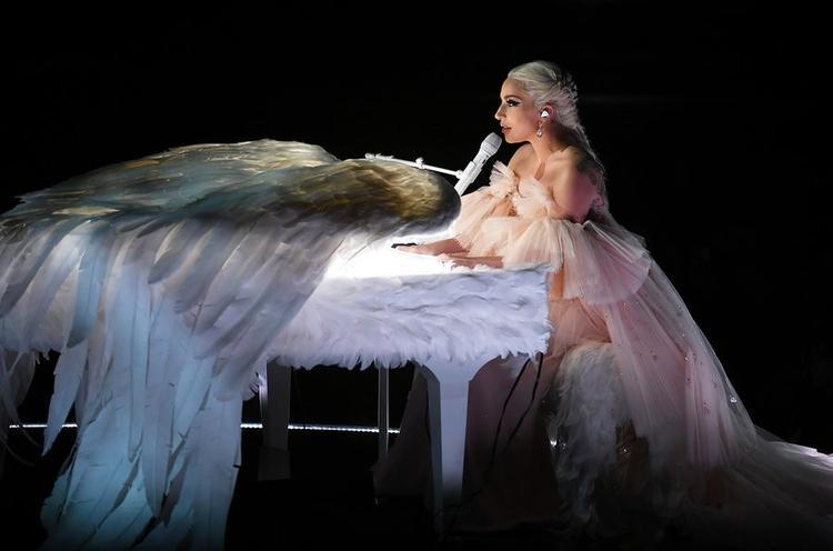 Tiết mục được cô giới thiệu là để tưởng nhớ người dì Joanne, đã cho cô cảm hứng âm nhạc và cũng là chủ đề để viết nên ca khúc, album cùng tên này.