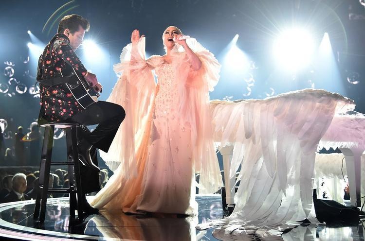 """Một trong những màn trình diễn được trông đợi nhất đến từ """"nữ hoàng chiêu trò"""" Lady Gaga: Joanne - Million Reason."""