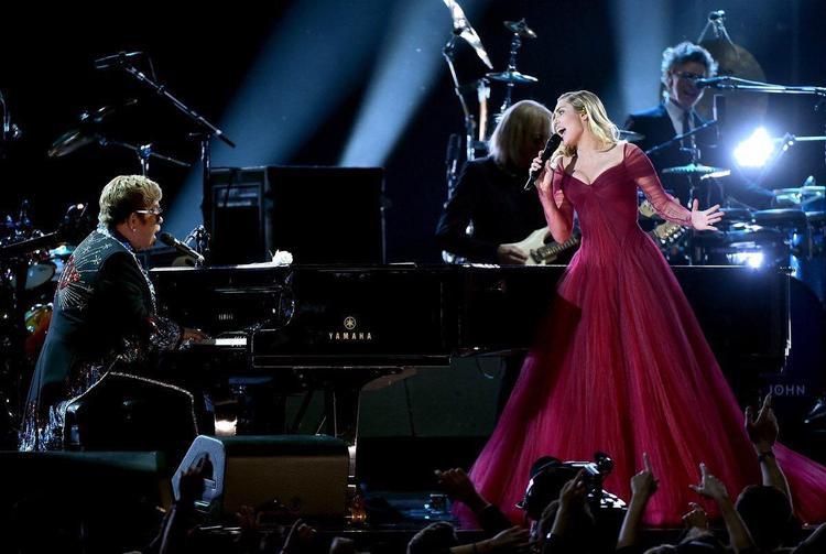 Ngọt ngào và vô cùng cảm xúc với màn hoà giọng của huyền thoại Elton John cùng Miley Cyrus. Là một bản pop ballad bi luỵ, đẫm ướt nhưng cả 2 lại mỉm cười suốt cả phần trình diễn.