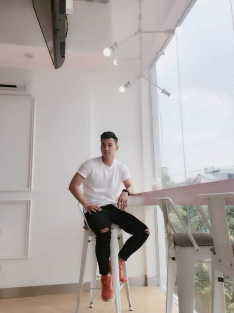 Ngoài Quang Hải, Trọng Đại, chàng cầu thủ ngầu nhất trận bán kết, Văn Thanh cũng là 1 tín đồ của áo thun trắng.