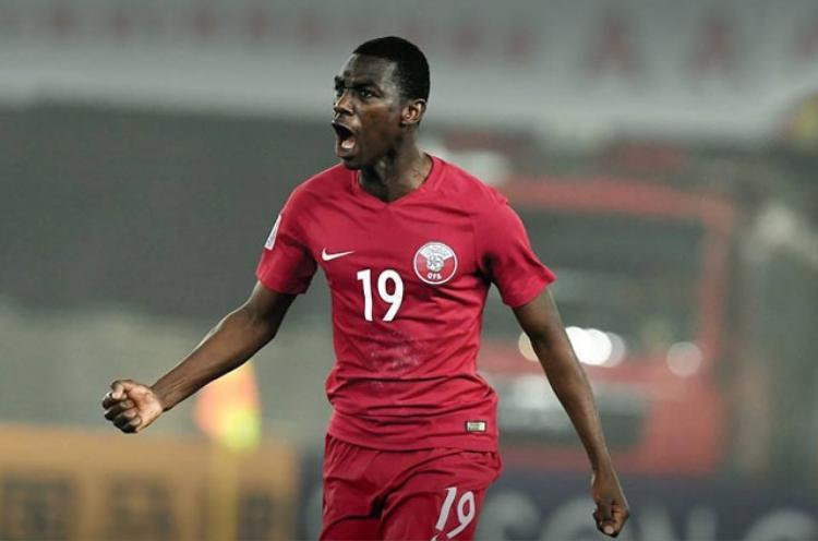 Tiền đạo: Almoez Ali (U23 Qatar). Ở giải U23 châu Á 2018, Ali đã giành giải Vua phá lưới với 6 lần lập công sau 6 trận. Vì vậy, việc chân sút 21 tuổi góp mặt trong đội hình tiêu biểu là điều hoàn toàn dễ hiểu.