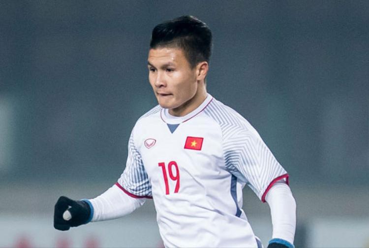 Tiền vệ phải: Nguyễn Quang Hải (U23 Việt Nam). Tuy thi đấu ở vai trò tiền vệ cánh phải nhưng Quang Hải có tới 5 pha lập công tại giải U23 châu Á 2018. Trong số đó, có tới 3 siêu phẩm. Do đó, sự góp mặt của cầu thủ 20 tuổi là hoàn toàn xứng đáng.