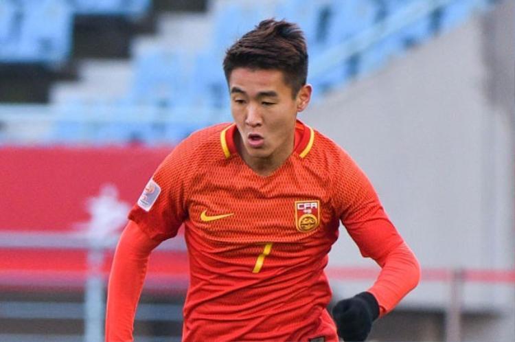 Tiền vệ cánh trái: Wei Shihao (U23 Trung Quốc). Giống như người đồng đội Gao Zhunyi, sự xuất hiện của Shihao cũng khiến nhiều người bất ngờ vì anh cũng chỉ có vỏn vẹn 1 pha làm bàn.