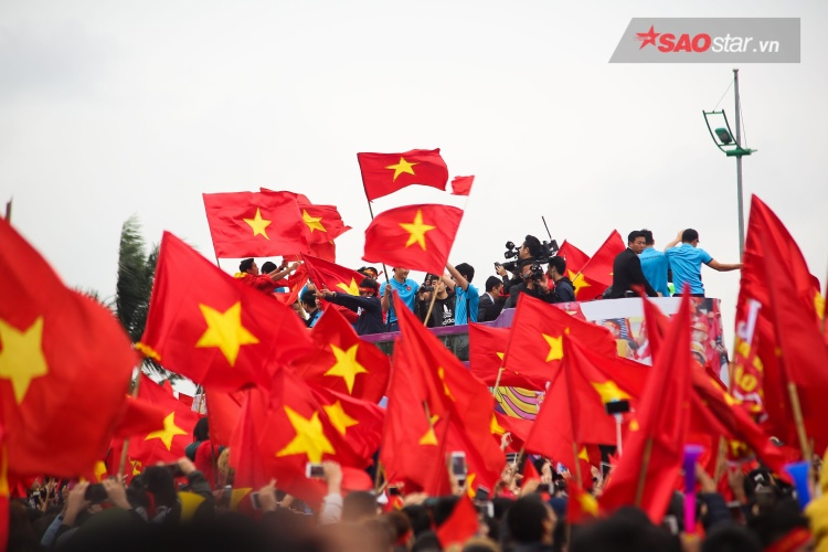 Dù không phải là nhà vô địch, nhưng với gần 100 triệu người dân Việt Nam, thầy trò huấn luyện viên Park Hang Seo chính là những người hùng. Yêu lắm U23 Việt Nam ơi!