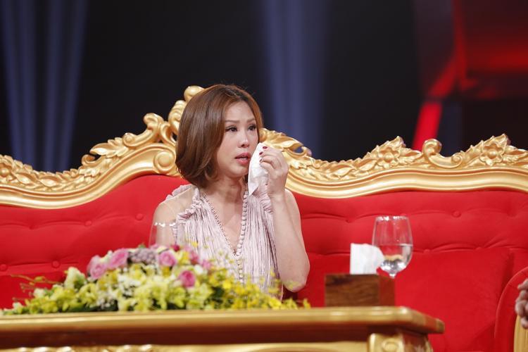 Hoa hậu Thu Hoài xúc động kể chuyện con trai bỏ nhà, dạy con cách giữ chân người yêu đồng tính