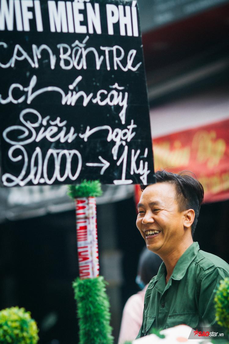 Nụ cười hiền của anh bán hàng rong dễ thương Sài Gòn.