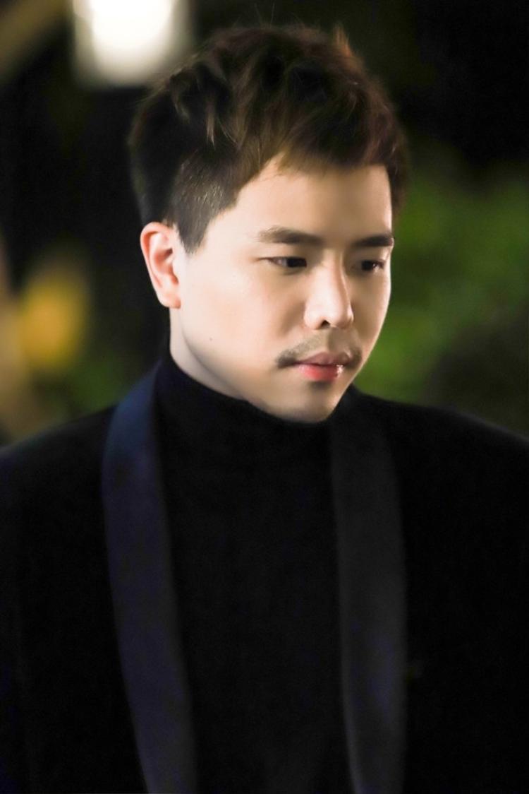 Trịnh Thăng Bình chững chạc.
