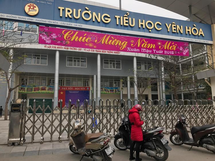 Trường tiểu học Yên Hòa hôm nay các học sinh cũng được cho nghỉ học vì nhiệt độ xuống quá thấp.