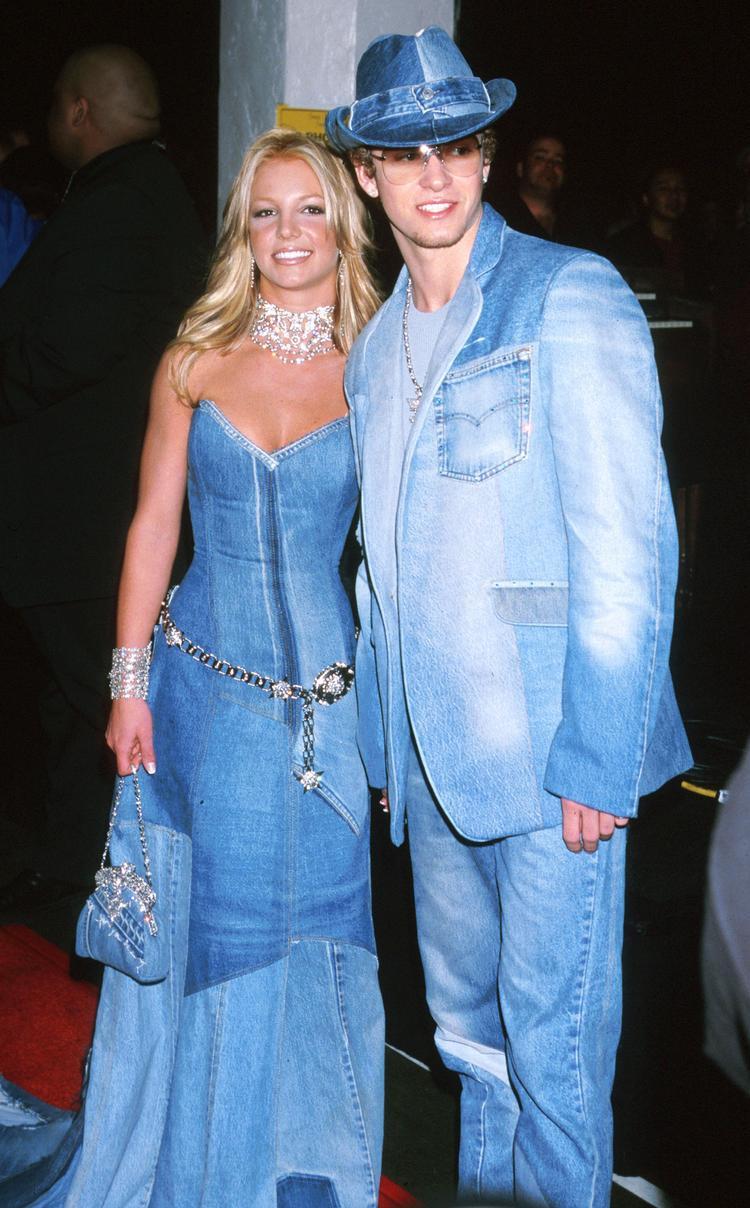 Bức ảnh để đời của cặp đôi Justin - Britney tại American Music Awards 2002với phong cách denim ấn tượng từ đầu đến chân.