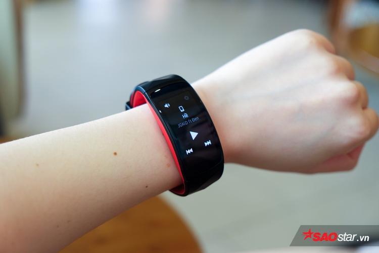Ngoài theo dõi sức khoẻ, Gear Fit2 Pro còn có 4 công dụng chất lừ này