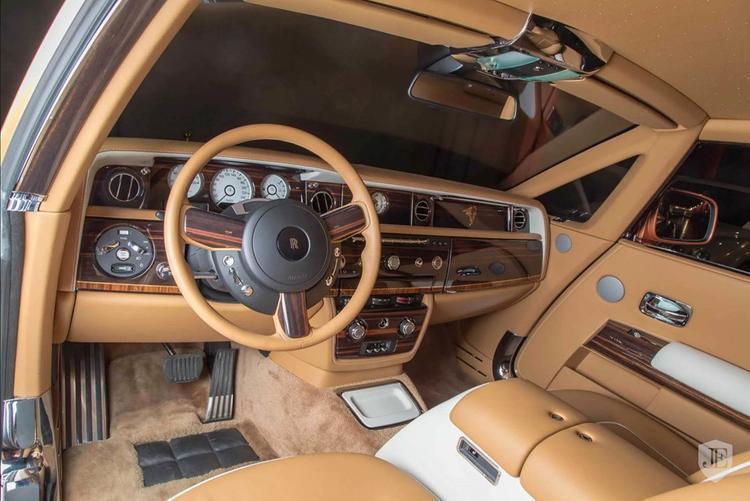 Hiện tại, mẫu Rolls-Royce Phantom phiên bản Tiger được rao bán với giá 550.000 USD, giảm đáng kể so với mức giá 680.000 USD khi ra mắt cách đây 2 năm.
