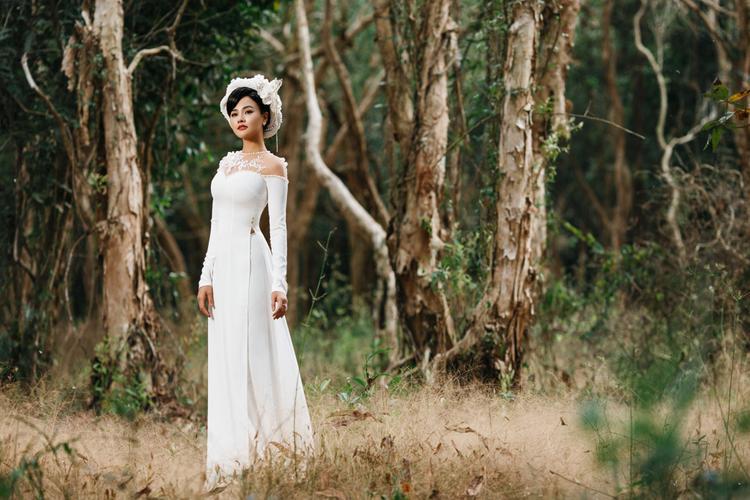 Có thể nói đã lâu lắm rồi người hâm mộ mới thấy siêu mẫu Vũ Thu Phương đẹp mong manh trong tà áo dài.