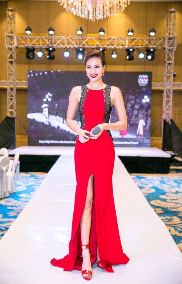 Mặc dù không còn hoạt động ở lĩnh vực người mẫu nhưng Phương Mai vẫn có ý thức cao về việc giữ gìn vóc dáng. Cô rất chăm chỉ tập luyện và ăn kiêng để thân hình luôn thon thả. Tự tin về cơ thể mình, siêu mẫu luôn chọn những trang phục bó sát, xẻ sâu để khoe đường cong.