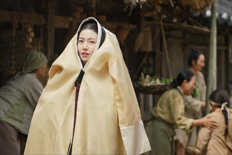 Tạm bỏ rơi Đường Tăng, Ngộ Không Lee Seung Gi vui vẻ bắn tim cùng với Shim Eung Kyung
