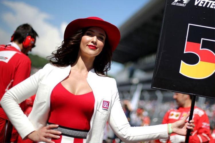Không ít người mẫu đã mất việc sau khi F1 ra quyết định mới.
