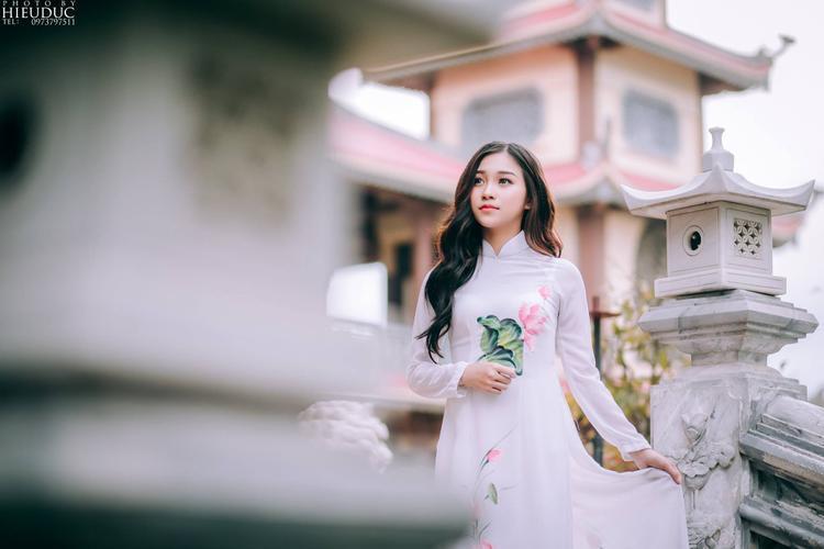 Những dịp cận Tết thì chụp ảnh ở chùa cũng được giới trẻ yêu thích hơn cả. (Ảnh: Hiếu Đức)