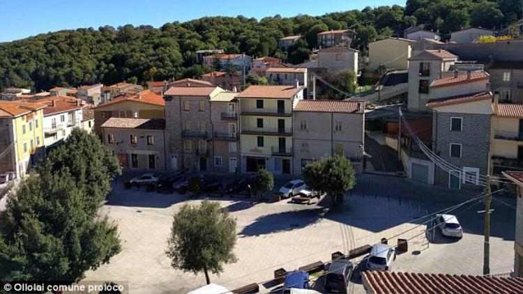 Thị trấn Ollolai, nằm ở vùng núi Barbagia trên đảo Sardinia, Italy, đang chào bán 200 ngôi nhà bỏ hoang với mức giá 1 USD cho mỗi căn.