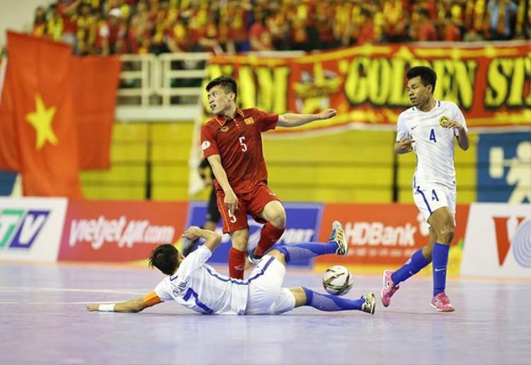 Tuyển Malay chơi bóng đầy tiểu xảo.