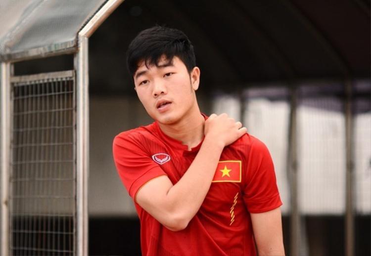 Xuất hiện trên sân bóng, Xuân Trường sẽ hóa thân thành một người đội trưởng điềm tĩnh.