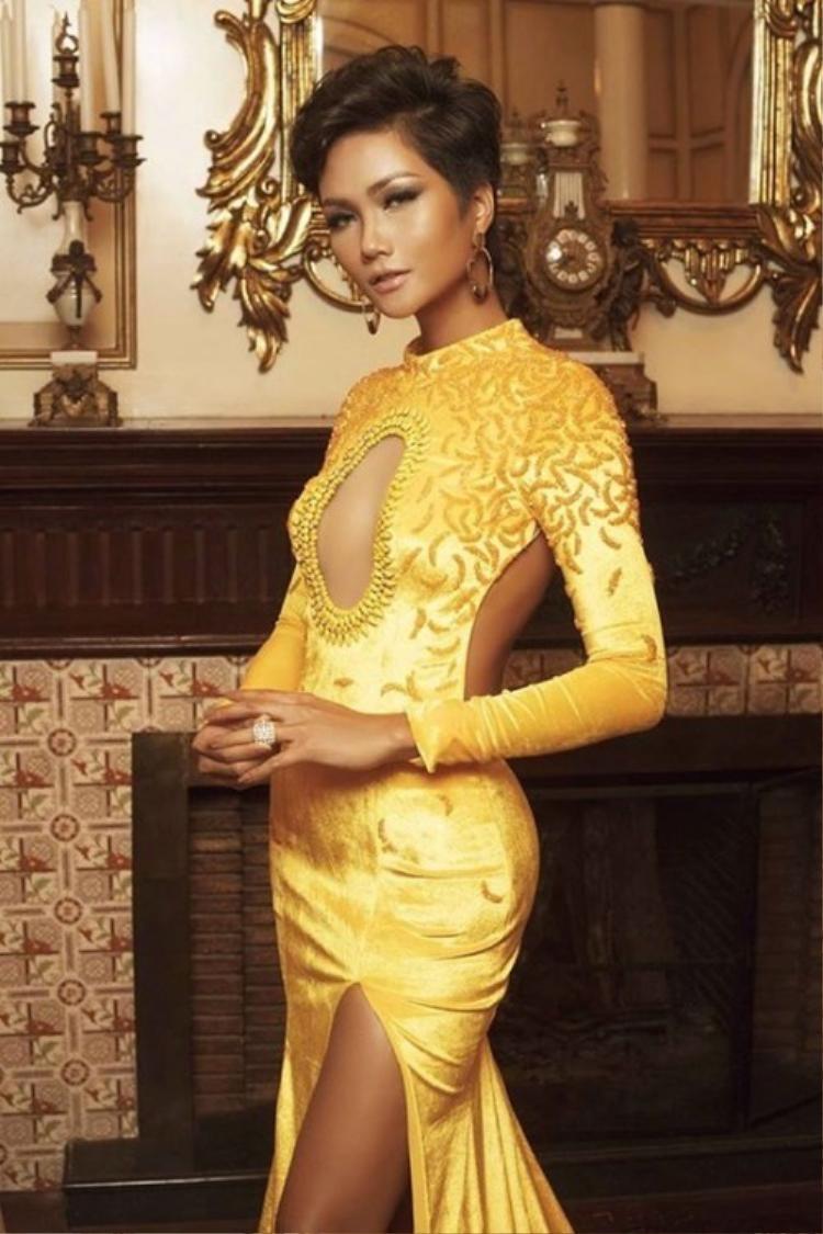 """Nhan sắc xinh đẹp, khác lạ và nổi bật giữa """"rừng"""" Hoa hậu của H'Hen Niê."""