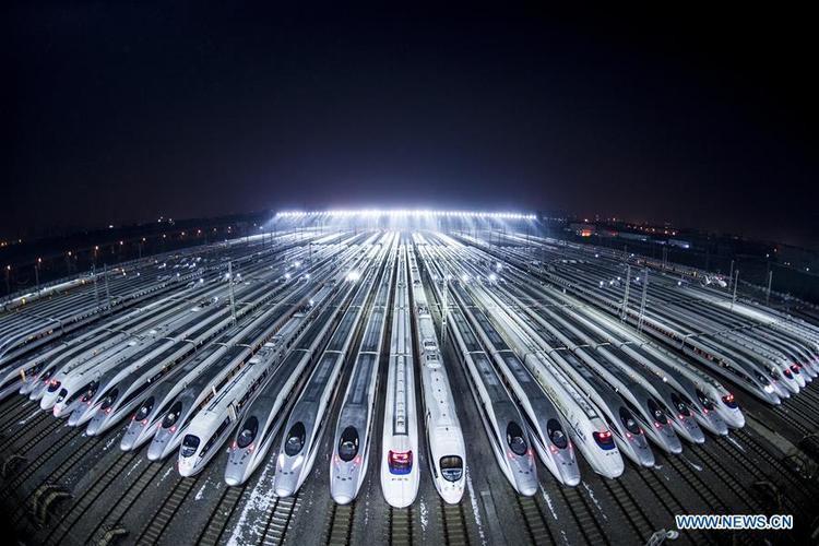 """Theo Straits Times, mạng lưới đường sắt Trung Quốc dài 127.000km, trong đó có 25.000km dành cho tàu cao tốc. Trong năm vừa qua, 3.038km đường ray được đưa vào hoạt động để phục vụ nhu cầu đi lại của người dân, đặc biệt là trong dịp """"xuân vận"""" này."""