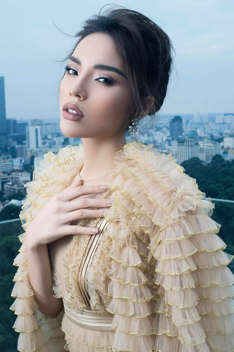 Và gam màu này tạo hiệu ứng khá đẹp mắt trong những bộ hình thời trang của cô nàng.