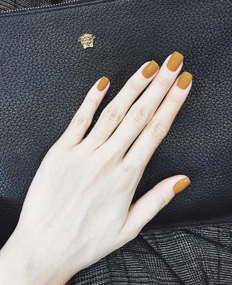 Màu móng tay mới nhất mà Kỳ Duyên hào hứng khoe là màu cam sữa khá độc đáo.