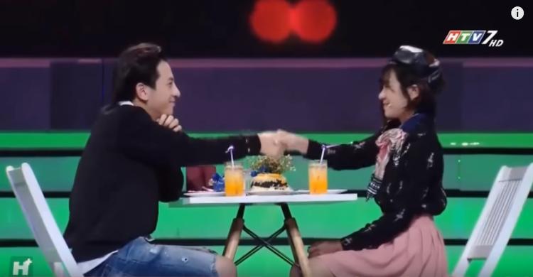 Cuối cùng, cả hai vẫn không thể nắm tay ra về cùng nhau sau chương trình.