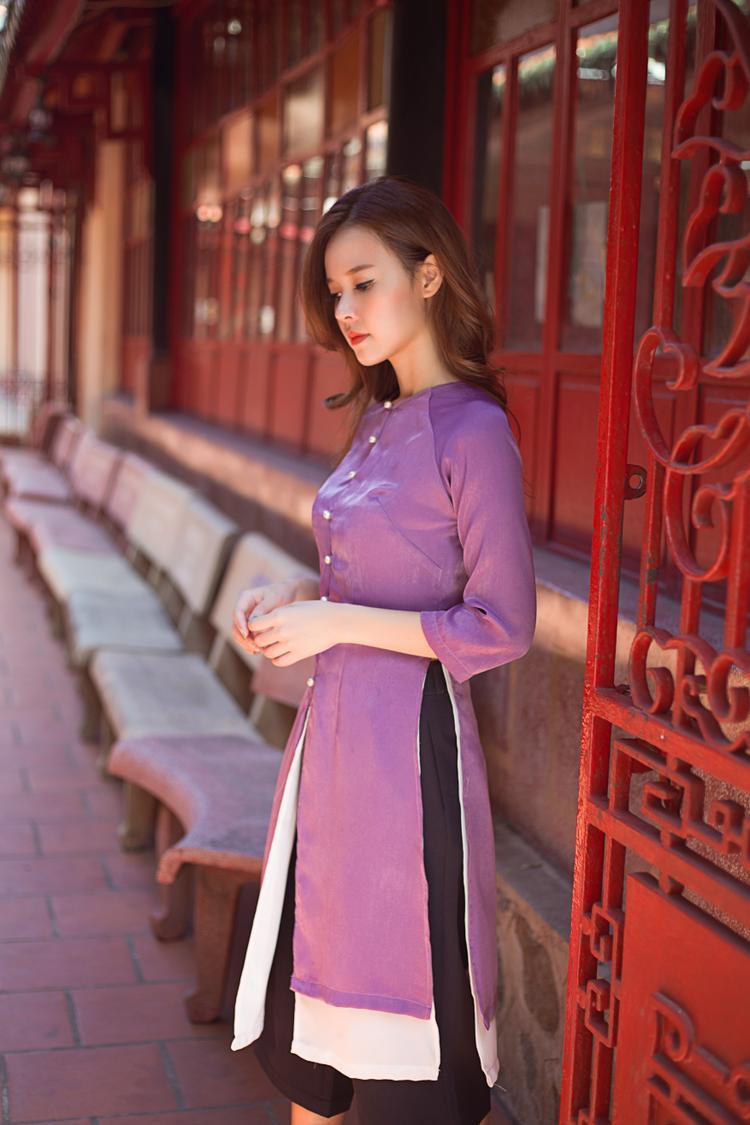 """Hình ảnh chiếc áo dài cách điệu được lấy ý tưởng từ chiếc """"Áo Tứ thân"""" miền Bắc khá ấn tượng."""