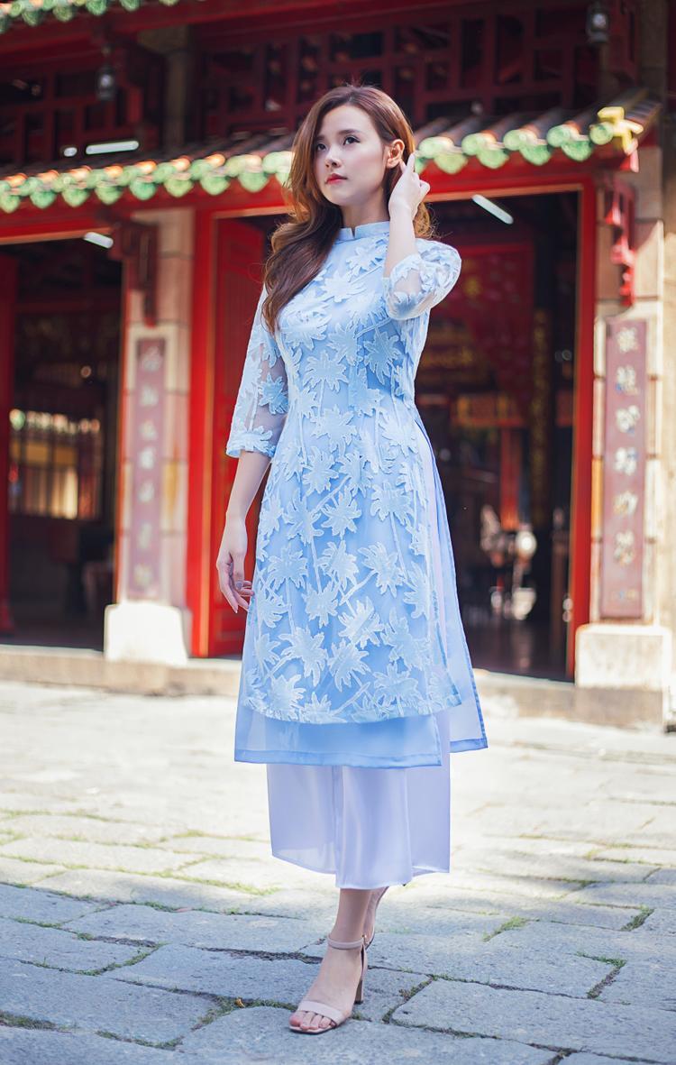 Là trang phục truyền thống của người Việt, Tết đến xuân về chiếc Áo dài sẽ luôn là lựa chọn hoàn hảo nhất để các quý cô tha hồ ăn diện.