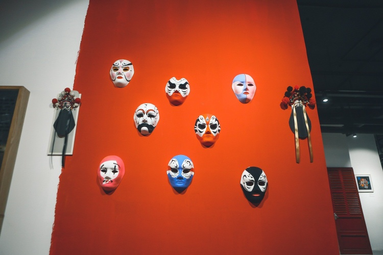 Mặt nạ là vật dụng không thể thiếu trong nghệ thuật hát Bội.